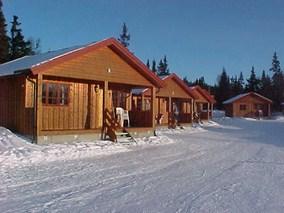 Bilde av hytte som benyttes til overnatting i gudbrandsdalen på Trabelia campingplass. Bildet tatt på vinter