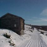Bilde av skiløype og hytte i fjellet på Ringebu