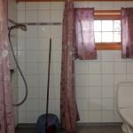 Bilde av dusjen i en av hyttene på Trabelia Hyttegrend og camping