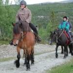 Hesteridning. Bilda av ridetur på hest i Ringebu